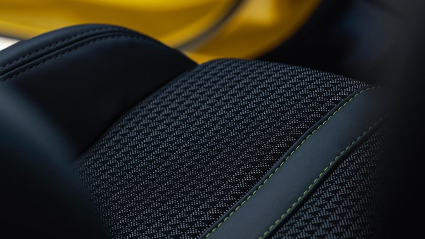 NEW PEUGEOT 208 - Topstitching on the trim