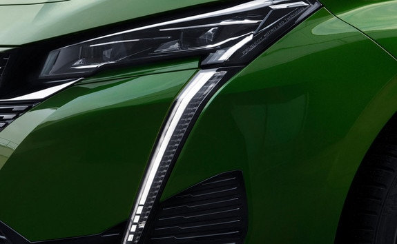 New PEUGEOT 308 – slim front headlights
