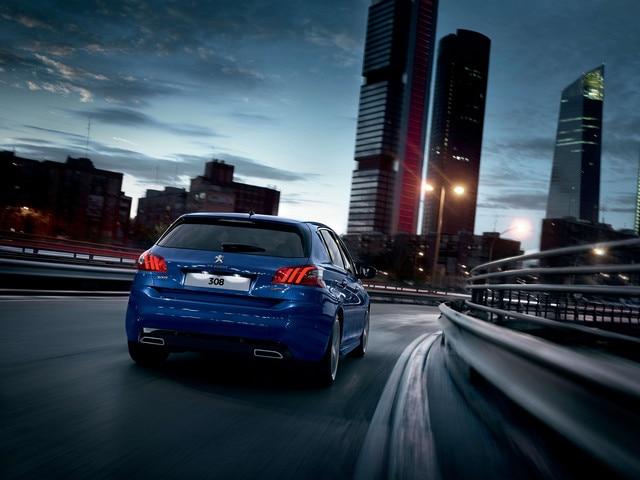 Peugeot 308 road handling rear view