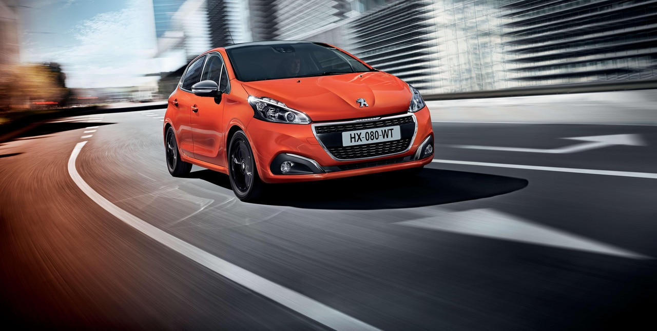 Peugeot 208 2017 exterior in the city
