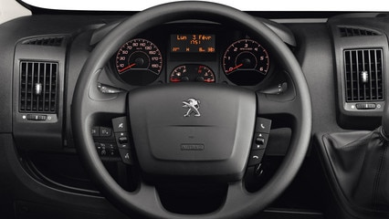 /image/62/6/peugeot-boxer-photo-interior-2-1920.528626.jpg