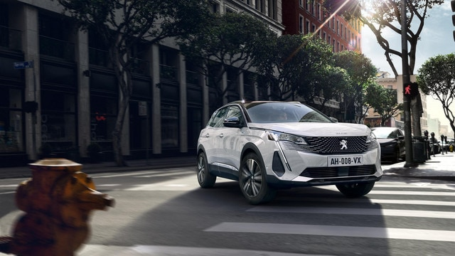 New PEUGEOT 3008 SUV HYBRID – New powerful front end