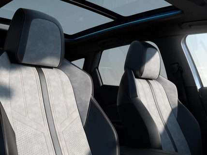 New PEUGEOT 3008 SUV HYBRID – upholstery and panoramic roof