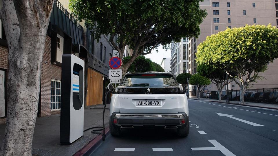 New PEUGEOT 3008 SUV HYBRID - Charging on public charging station