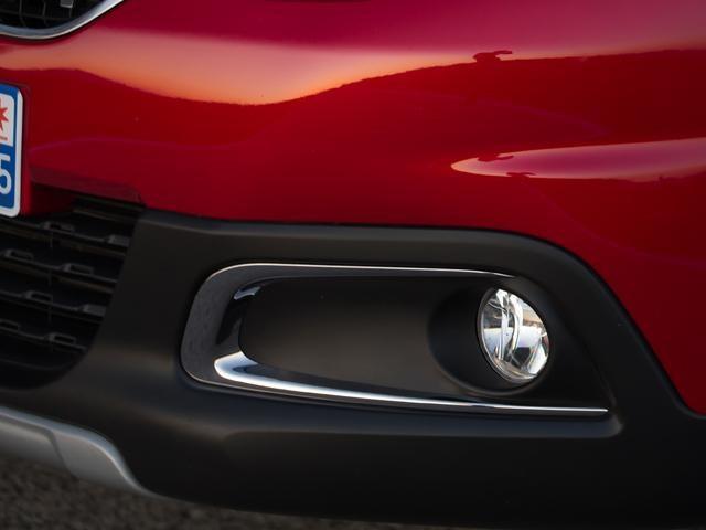 Peugeot 2008 SUV cornering assist fog lights